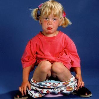 Никогда не стоит ругать ребенка, наказывать, не стоит разрешать смеяться ил
